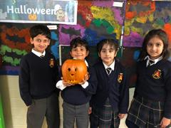 Carving Pumpkins in the 1st classes