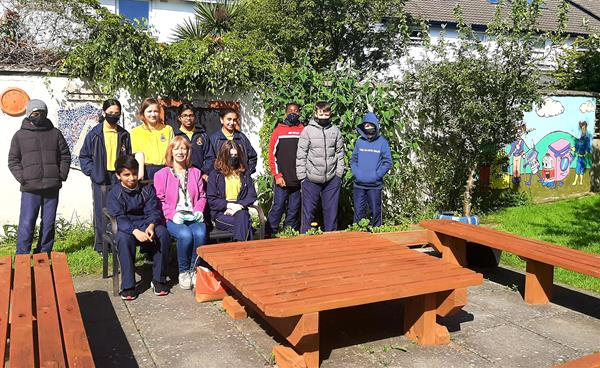 Susan and  6th Class are very busy transforming our school garden!